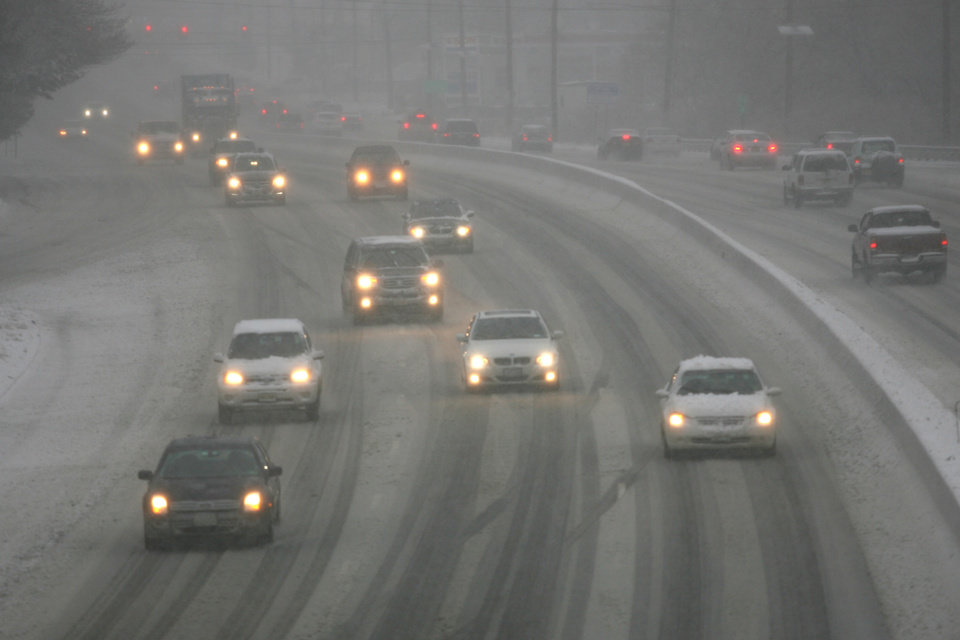 Traffic moves along Route 17 in Ridge, N.J. as snow falls Friday, Feb. 8, 2013. (AP Photo/The Record of Bergen County, Michael Karas) ONLINE OUT; MAGS OUT; TV OUT; INTERNET OUT;  NO ARCHIVING; MANDATORY CREDIT