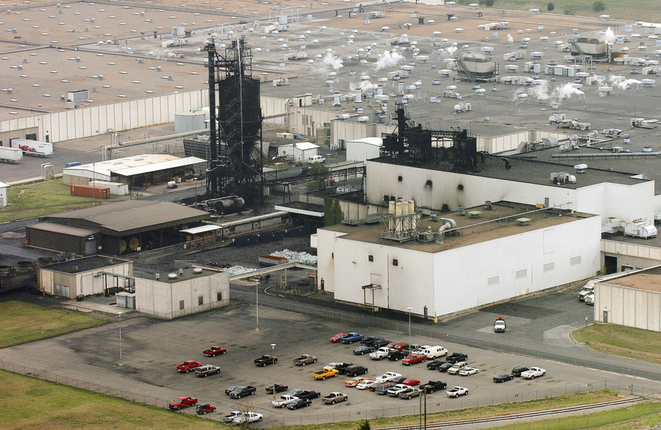 Photo - Bridgestone/Firestone's Dayton Tire plant in Oklahoma City closed in 2006 with the loss of 1,600 jobs.  Michael Downes - The Oklahoman Archives