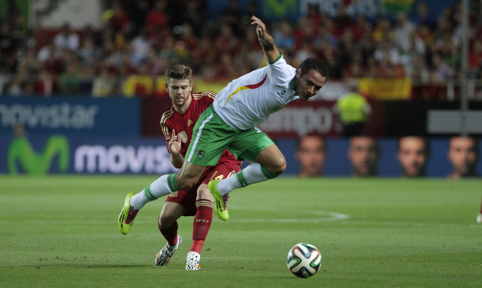 Photo - Spain's Alberto Moreno, rear, and Bolivia's Gualberto Mojica, vie for the ball during their friendly soccer match in Seville, on Friday, May 30. 2014. (AP Photo/Miguel Angel Morenatti)
