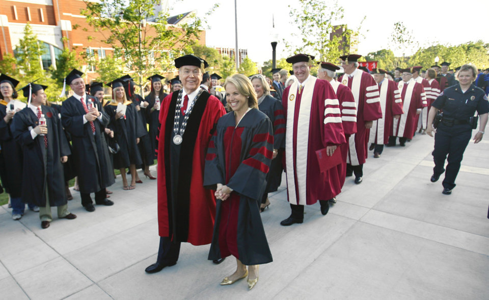 Photo - OU GRADUATION, DAVID BOREN, : President David L. Boren walks among graduates with speaker Katie Couric during commencement at the University of Oklahoma in  Norman, Oklahoma on Friday, May 12, 2006.  Photo by Steve Sisney, The Oklahoman