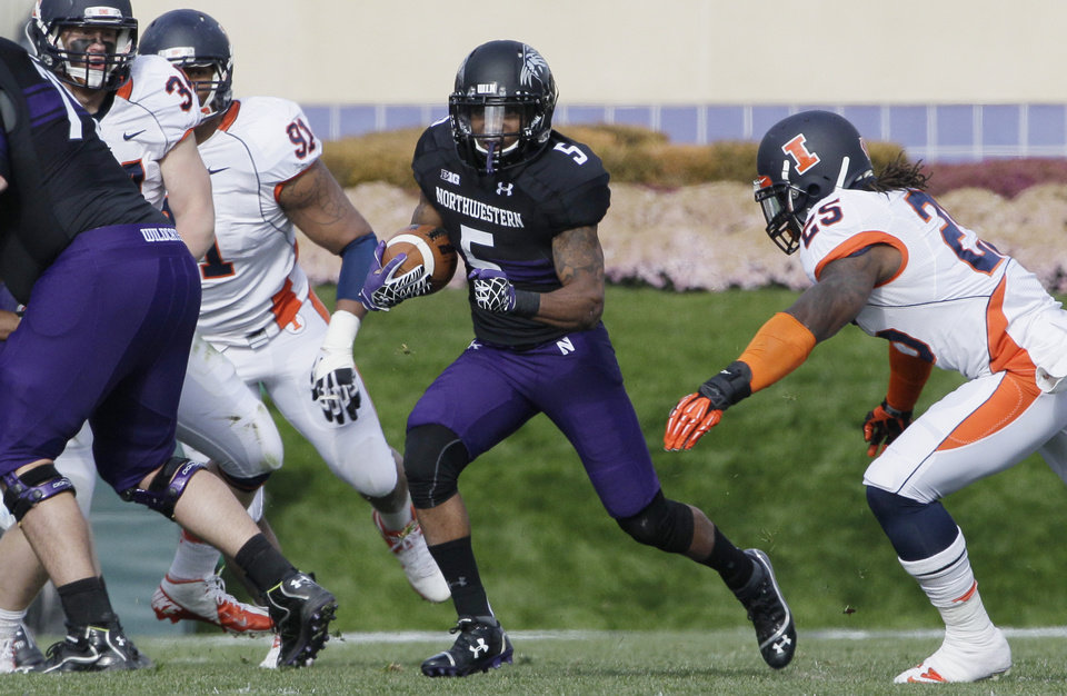 Photo -   Northwestern running back Venric Mark (5) runs with the ball during the first half of an NCAA college football game against Illinois in Evanston, Ill., Saturday, Nov. 24, 2012. Northwestern won 50-14. (AP Photo/Nam Y. Huh)