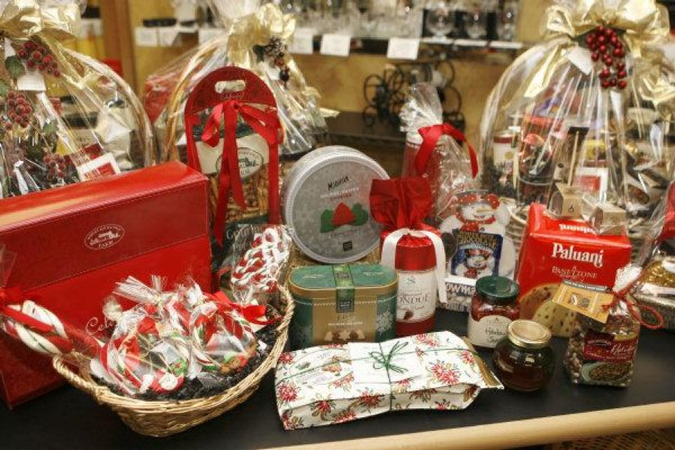 GIFT BASKETS: These are items for the holiday gift guide for food lovers at the Gourmet Gallery in Edmond, OK, Thursday, Dec. 4, 2008. BY PAUL HELLSTERN, THE OKLAHOMAN ORG XMIT: KOD