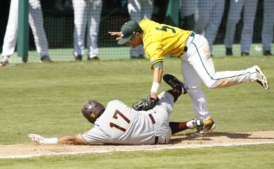 Photo - Sacramento State third baseman Will Soto, top, tags out Arizona State's Drew Stankiewicz during a rundown on the third base line in the ninth inning of a NCAA college baseball tournament regional game on Saturday, May 31, 2014, in San Luis Obispo, Calif. (AP Photo/Aaron Lambert)