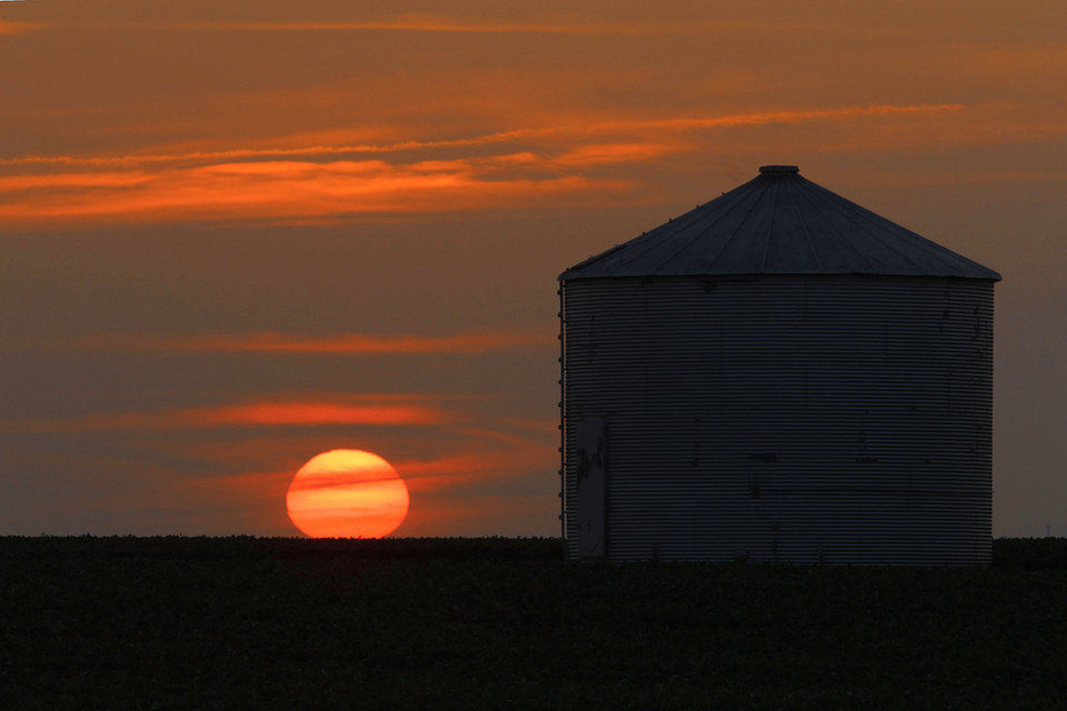 Photo -   The sun sets in Pleasant Plains, Ill. on Thursday, July 5, 2012. Corn and soybean crops are struggling under dry conditions and a record breaking heat wave that is over most of the country. (AP Photo/Seth Perlman)