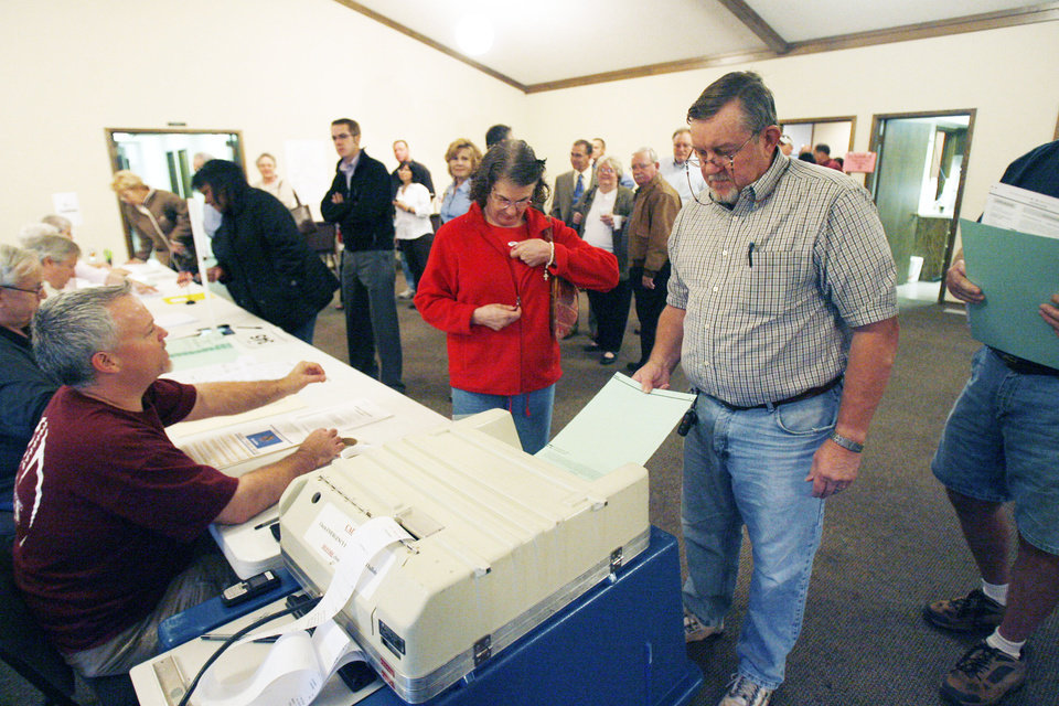 Photo - Voters cast their votes at 7:00 AM at the Cathederal of the Hills in Edmond, OK, Tuesday, Nov. 4, 2008. BY PAUL HELLSTERN, THE OKLAHOMAN