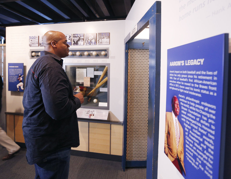 Photo - Former Chicago White Sox player Frank Thomas visits a Hank Aaron exhibit during his orientation visit at the Baseball Hall of Fame on Monday, March 3, 2014, in Cooperstown, N.Y. Thomas will be inducted to the hall in July. (AP Photo/Mike Groll)