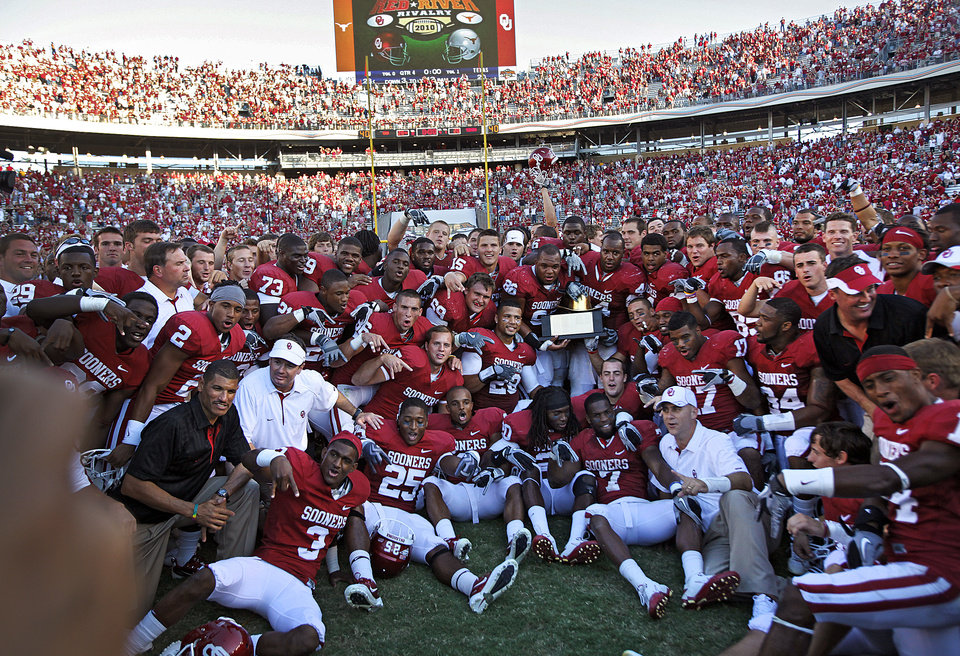 Photo - The Sooners pose for  a photo with the Golden Hat Trophy after the 28-20 win over Texas in the Red River Rivalry college football game between the University of Oklahoma Sooners (OU) and the University of Texas Longhorns (UT) at the Cotton Bowl on Saturday, Oct. 2, 2010, in Dallas, Texas.   Photo by Chris Landsberger, The Oklahoman