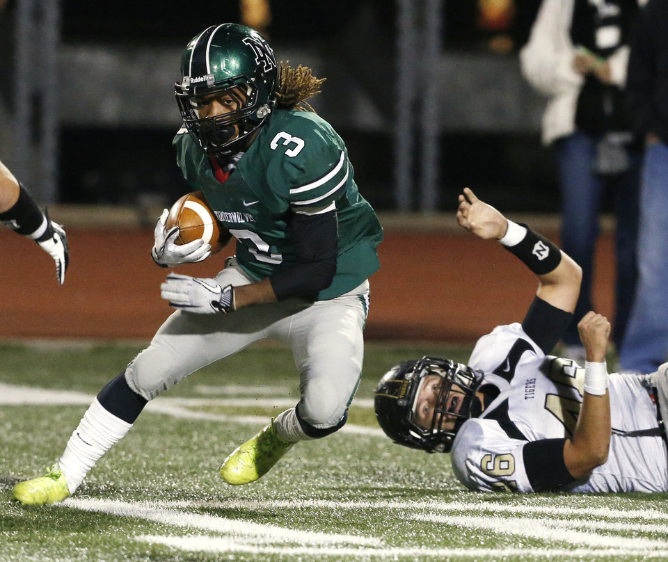 Photo - Norman North's Bryan Payne cuts past Broken Arrow's Justin Perkins in class 6A football on Friday, Nov. 16, 2012 in Norman, Okla.  Photo by Steve Sisney, The Oklahoman