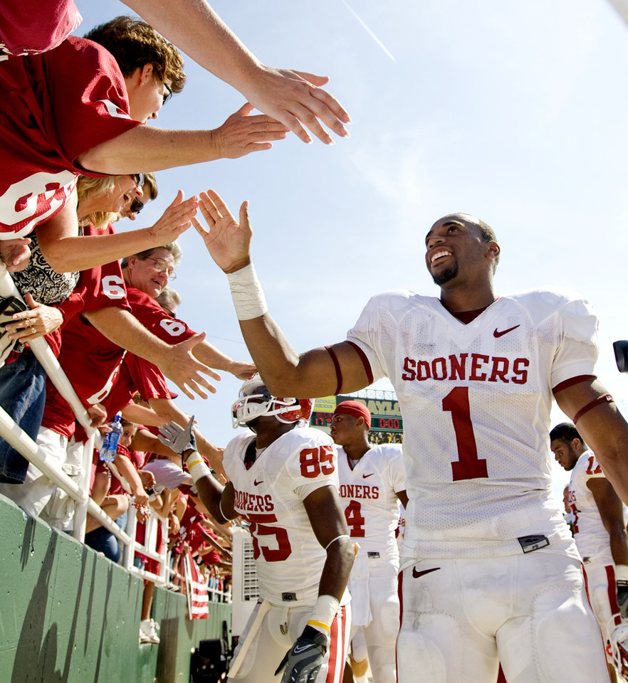 OU's Manuel Johnson celebrates with fans after the college football game between Oklahoma (OU) and Baylor University at Floyd Casey Stadium in Waco, Texas, Saturday, October 4, 2008.   BY BRYAN TERRY, THE OKLAHOMAN