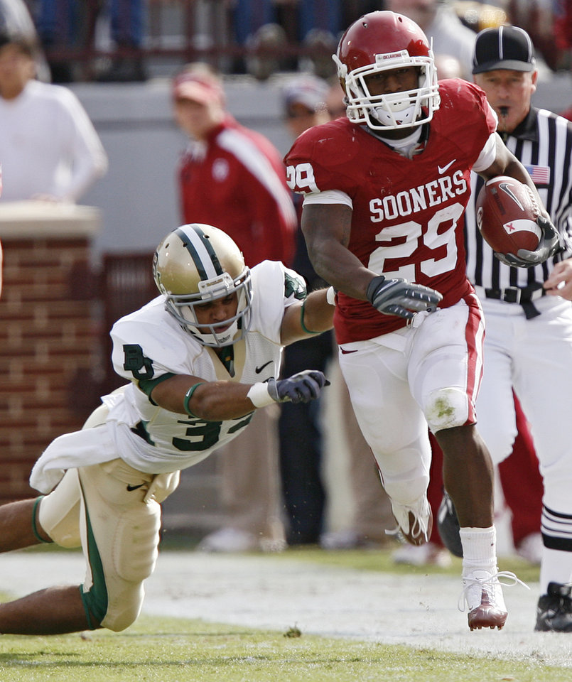 Photo - Oklahoma's Chris Brown (29) races down the sideline past Baylor's Chance Casey (39) during the first half of the college football game between the University of Oklahoma Sooners (OU) and the Baylor University Bears at Gaylord Family-Oklahoma Memorial Stadium on Saturday, Oct. 10, 2009, in Norman, Okla. 