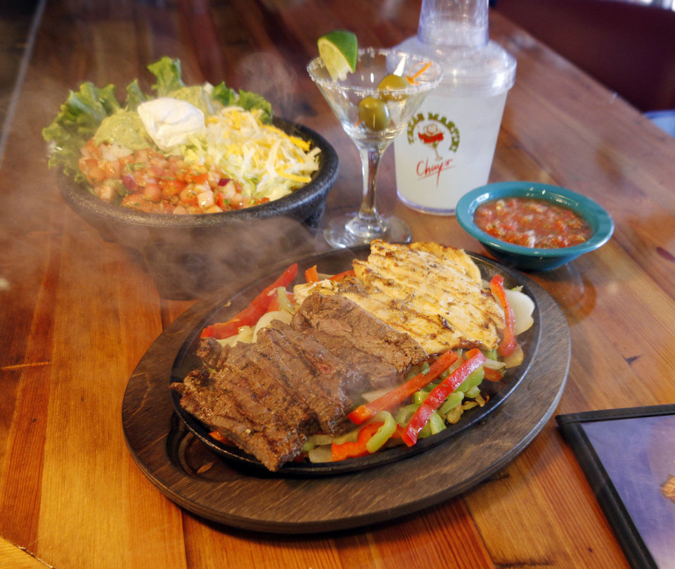 Photo - Fajitas sizzle at a new Chuy's Mexican Restaurant in Norman.  STEVE SISNEY - THE OKLAHOMAN