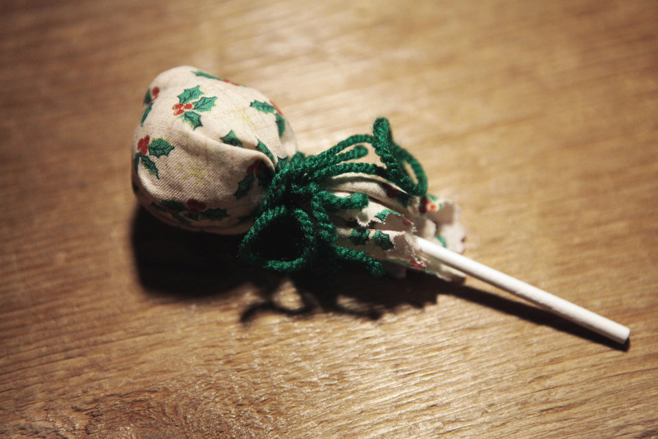 Photo - An example of an old-fashioned  ornament made at the National Cowboy & Western Heritage Museum during a Saturdays for Kids activity. The