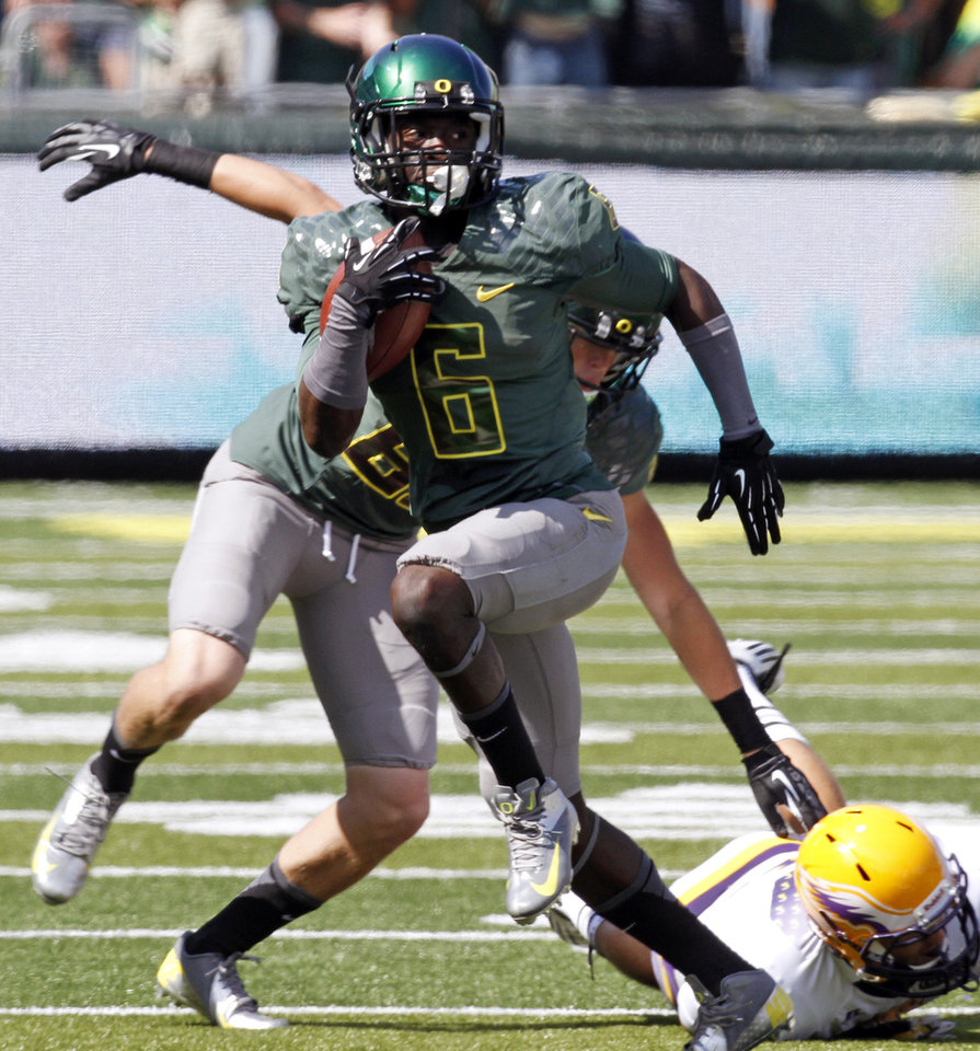 Photo -   Oregon running back DeAnthony Thomas breaks into the open for a long gain during the first half of their NCAA college football game against Tennessee Tech in Eugene, Ore., Saturday, Sept. 15, 2012. (AP Photo/Don Ryan)
