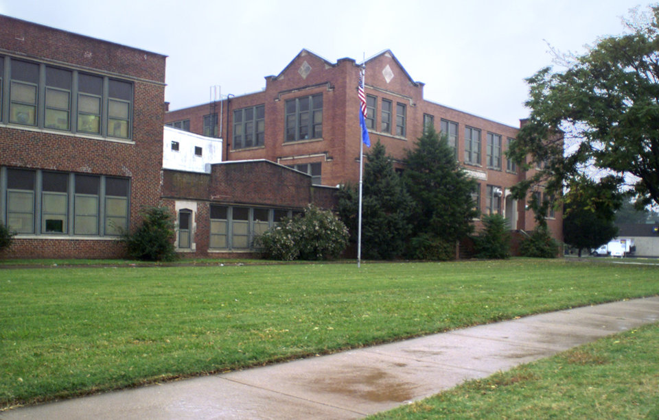 Photo - Lee Elementary School building at 424 SW 29.  Photo by Paul Hellstern