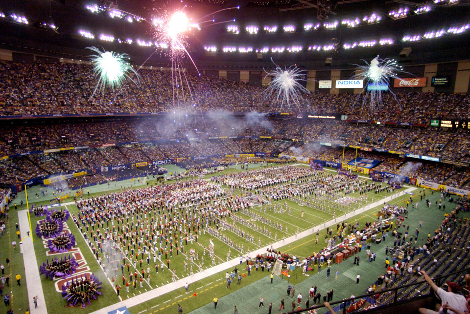 Photo - UNIVERSITY OF OKLAHOMA (OU) VS LOUISIANA STATE UNIVERSITY (LSU) COLLEGE FOOTBALL IN THE SUPERDOME NEW ORLEANS SUNDAY, JAN 4, 2004. Halftime celebration at the Sugar Bowl.  Staff photo by Steve Sisney