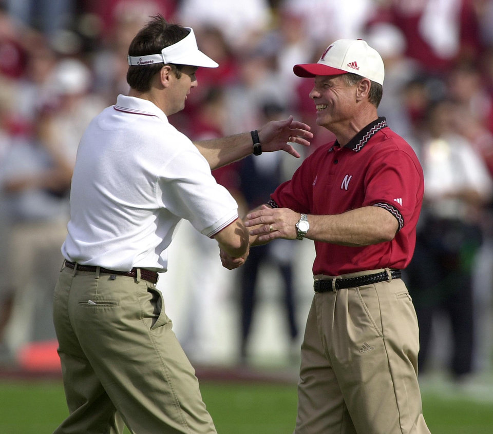 Photo - Nebraska coach Frank Solich shakes hands with OU coach Bob Stoops before the start of the OU Nebraska football game.  Staff Photo by Bryan Terry