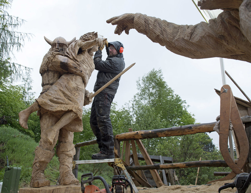 Germany chainsaw carving championship news ok