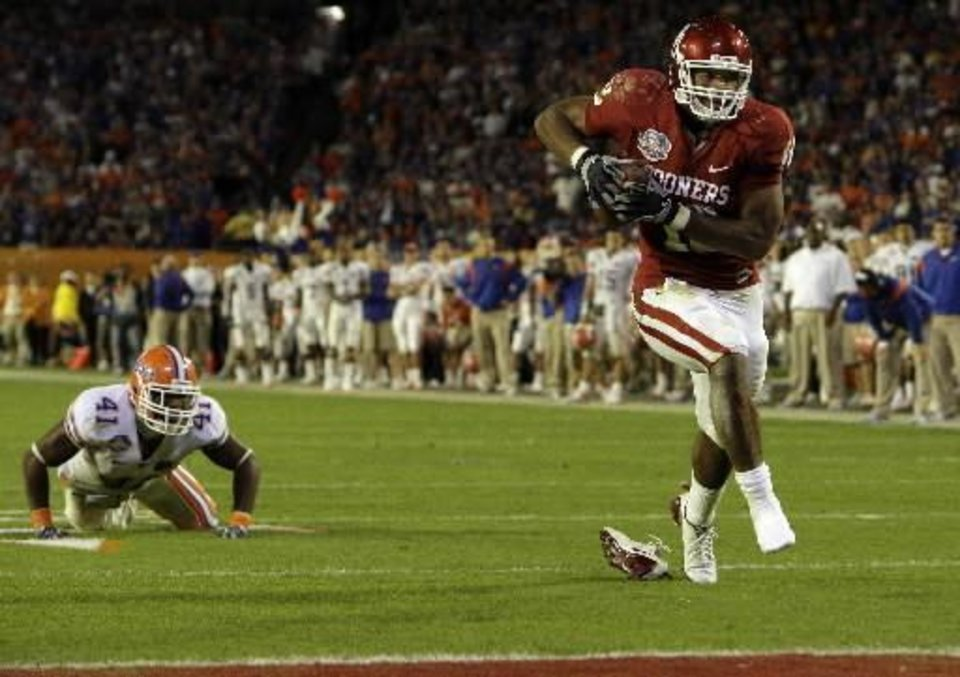 Photo - In this Jan. 8, 2009, file photo, Oklahoma's  Jermaine  Gresham scores a touchdown during the second half of the BCS Championship NCAA college football game in Miami.  Gresham is a top prospect in the NFL draft. (AP Photo/Mark Humphrey, File)