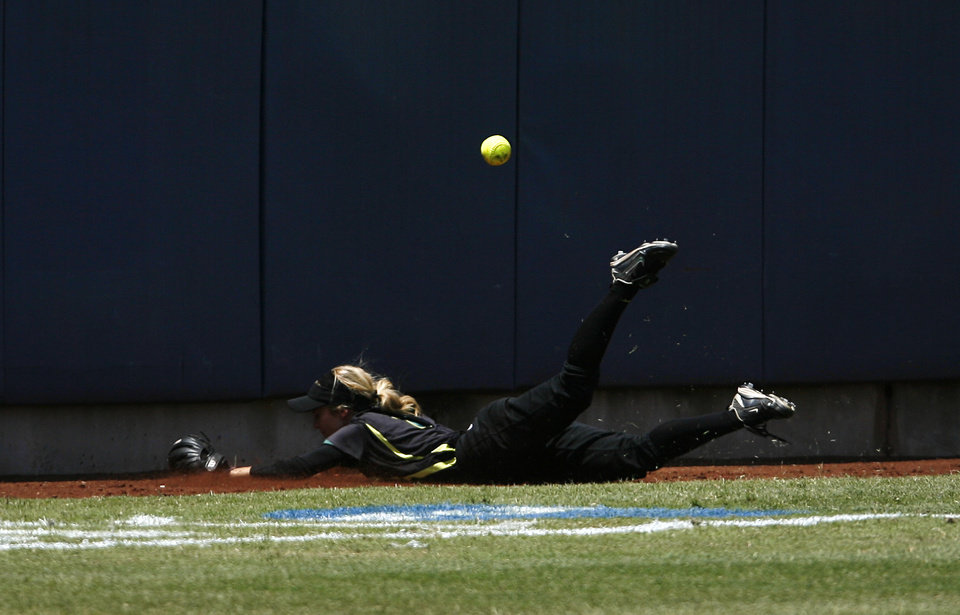 Oregon\'s Allie Burger (2) misses a catch during a Women\'s College World Series game between Tennessee and Oregon at ASA Hall of Fame Stadium in Oklahoma City, Saturday, June 2, 2012. Photo by Garett Fisbeck, The Oklahoman