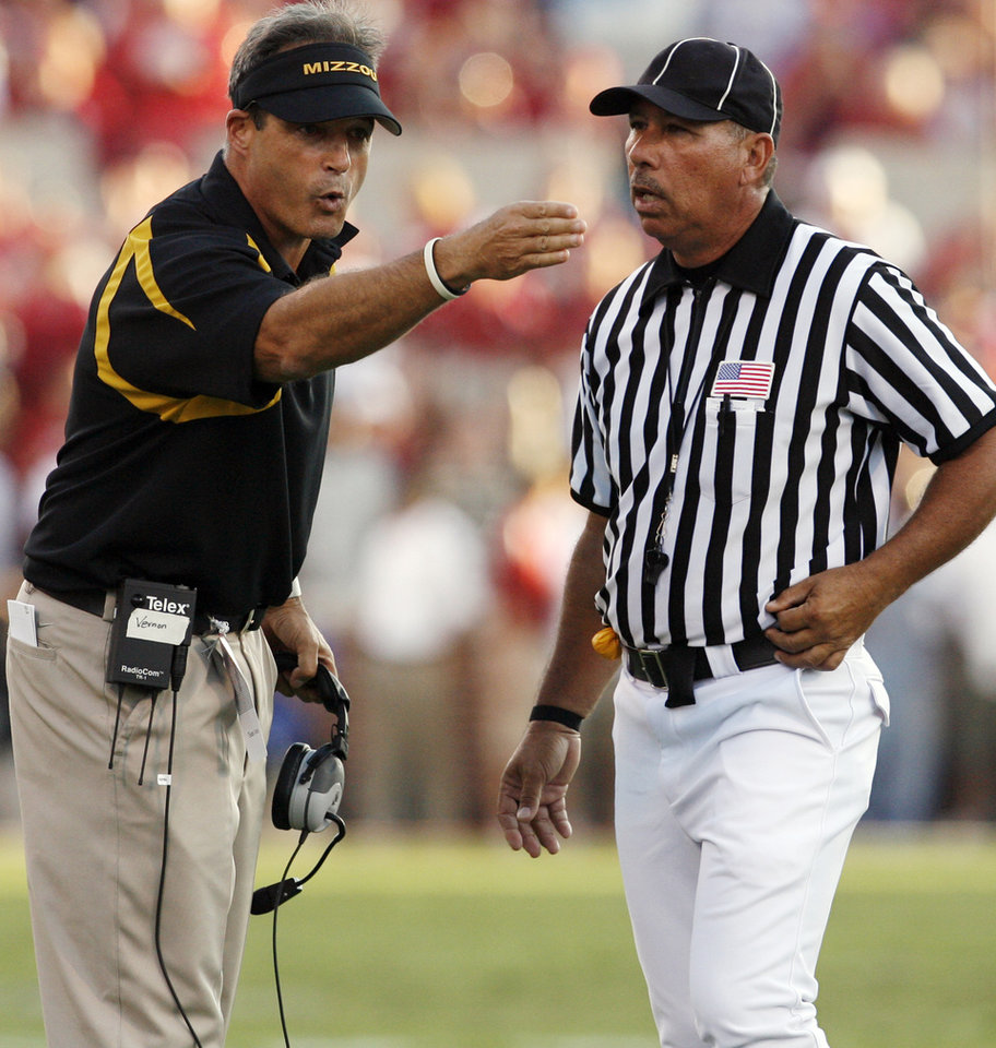 Photo - Missouri coach Gary Pinkel argues with the official during the first half of the college football game between the University of Oklahoma Sooners (OU) and the University of Missouri Tigers (MU) at the Gaylord Family Oklahoma Memorial Stadium on Saturday, Oct. 13, 2007, in Norman, Okla.By STEVE SISNEY, The Oklahoman