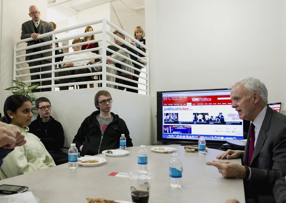 Democratic Senate candidate Bob Kerrey, right, speaks to journalism students at the University of Nebraska at Omaha, in Omaha, Neb., Monday, Nov. 5, 2012. Kerrey is running against Republican Deb Fischer. (AP Photo/Nati Harnik)