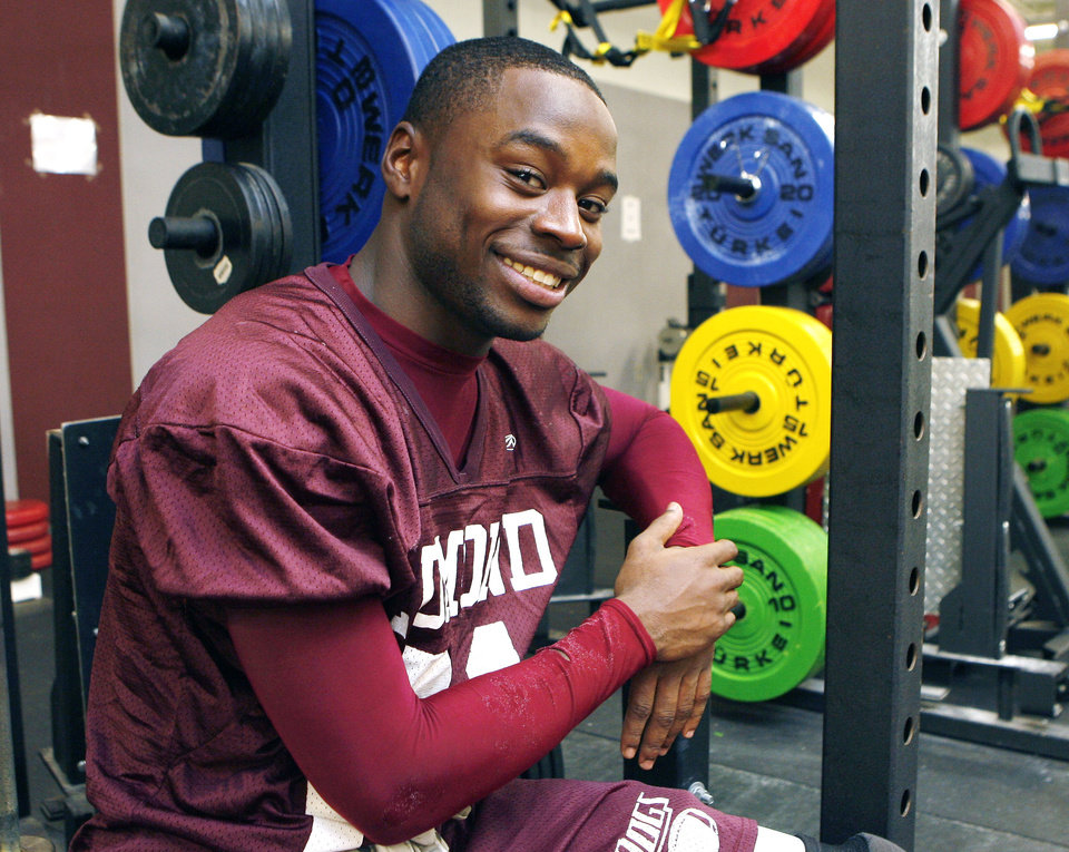 Photo - HIGH SCHOOL FOOTBALL / INJURY RECOVERY: Edmond Memorial High School's D'Juan Brooks sits in school's weight room in Edmond, OK, Monday, Nov. 16, 2009. D'Juan has recently recovered from a shoulder injury. By Paul Hellstern, The Oklahoman ORG XMIT: KOD