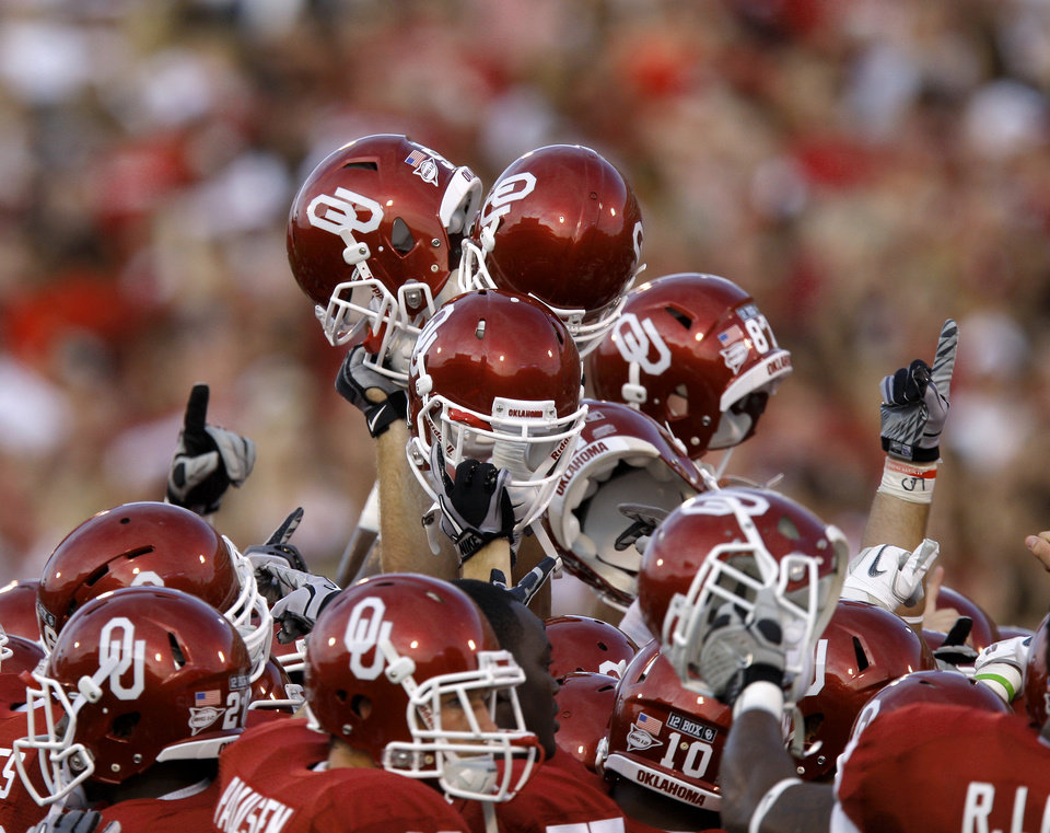 Photo - The Oklahoma team gathers before the college football game between the University of Oklahoma Sooners (OU) and the University of Missouri Tigers (MU) at the Gaylord Family-Memorial Stadium on Saturday, Sept. 24, 2011, in Norman, Okla. Photo by Bryan Terry, The Oklahoman