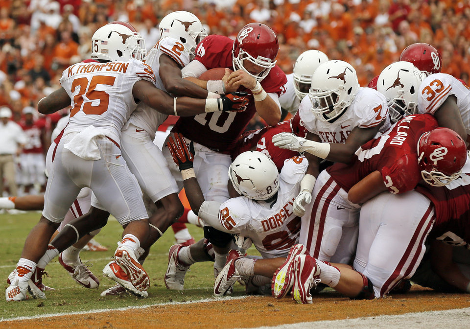 OU\'s Blake Bell (10) carries the ball for a touchdown in the second quarter during the Red River Rivalry college football game between the University of Oklahoma (OU) and the University of Texas (UT) at the Cotton Bowl in Dallas, Saturday, Oct. 13, 2012. OU won, 63-21. Photo by Nate Billings, The Oklahoman