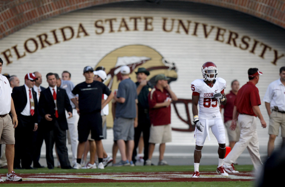 Oklahoma\'s Ryan Broyles (85) stands on the field before a college football game between the University of Oklahoma (OU) and Florida State (FSU) at Doak Campbell Stadium in Tallahassee, Fla., Saturday, Sept. 17, 2011. Photo by Bryan Terry, The Oklahoman