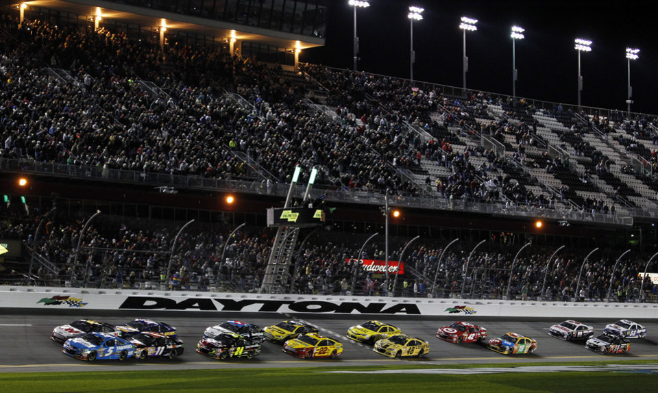 Photo - Kasey Kahne (5) and Greg Biffle, top left, lead the start of the NASCAR Sprint Unlimited auto race at Daytona International Speedway, Saturday, Feb. 16, 2013, in Daytona Beach, Fla. (AP Photo/Terry Renna)