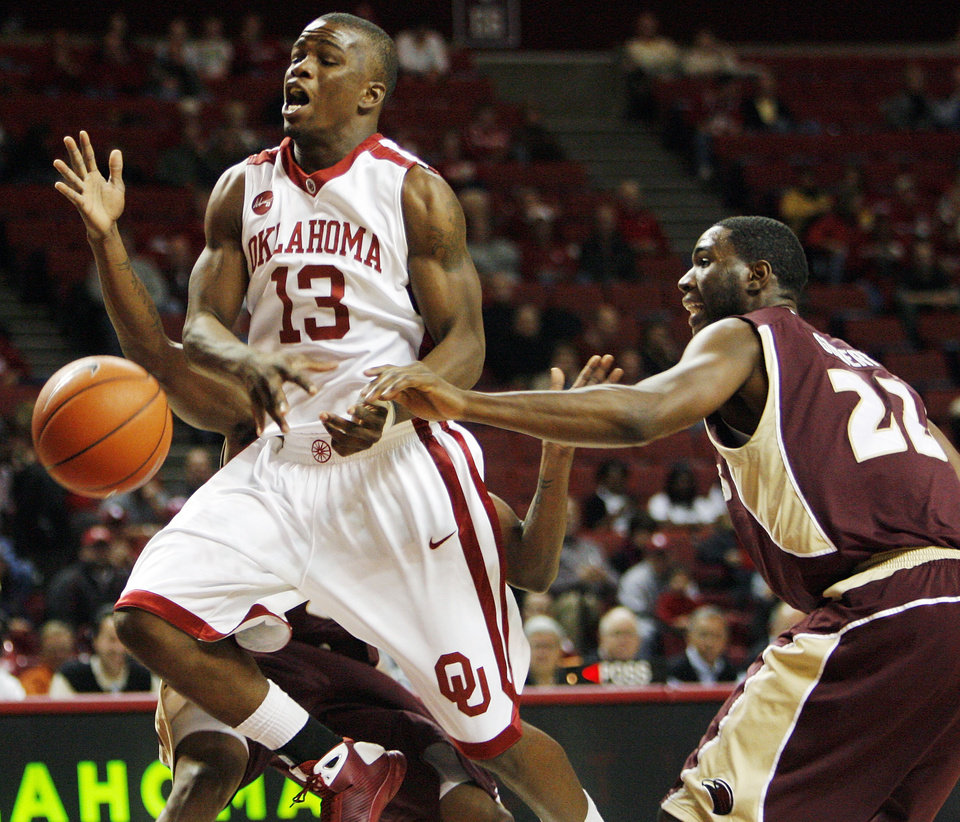 Photo - OU's Willie Warren (13) is fouled by Lawrence Gilbert (22) of ULM during the first half of the men's college basketball game between the University of Oklahoma Sooners and Louisiana-Monroe at Lloyd Noble Center in Norman, Okla., Tuesday, Nov. 17, 2009. Photo by Nate Billings, The Oklahoman ORG XMIT: KOD