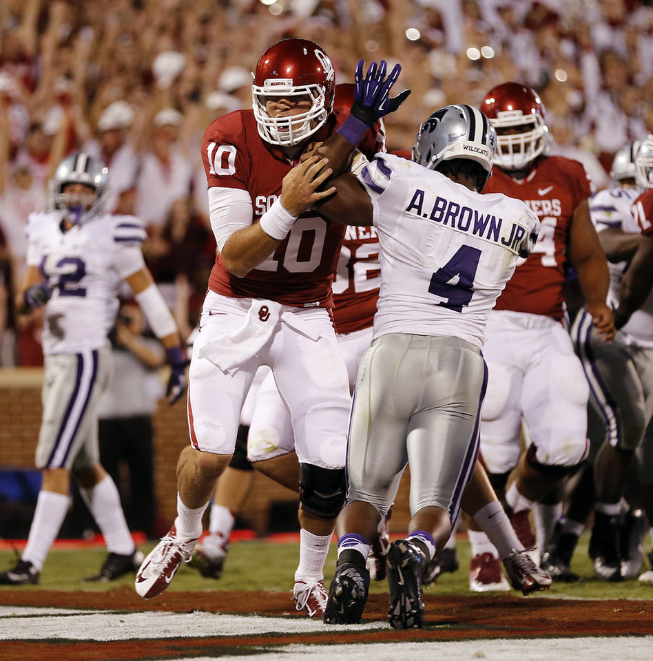 Photo - Oklahoma's Blake Bell (10) scores a touchdown past Kansas State's Arthur Brown (4) during the college football game between the University of Oklahoma Sooners (OU) and the Kansas State University Wildcats (KSU) at the Gaylord Family-Memorial Stadium on Saturday, Sept. 22, 2012, in Norman, Okla. Photo by Chris Landsberger, The Oklahoman