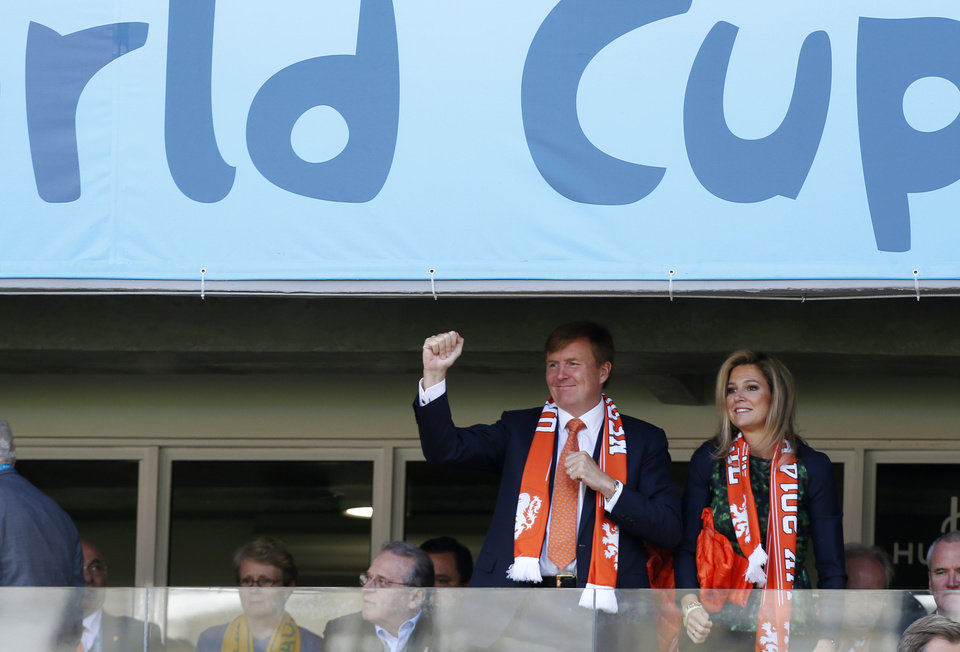 Photo - Dutch King Willem-Alexander and his wife Queen Maxima cheer the Netherlands national team before the group B World Cup soccer match between Australia and the Netherlands at the Estadio Beira-Rio in Porto Alegre, Brazil, Wednesday, June 18, 2014.  (AP Photo/Jon Super)