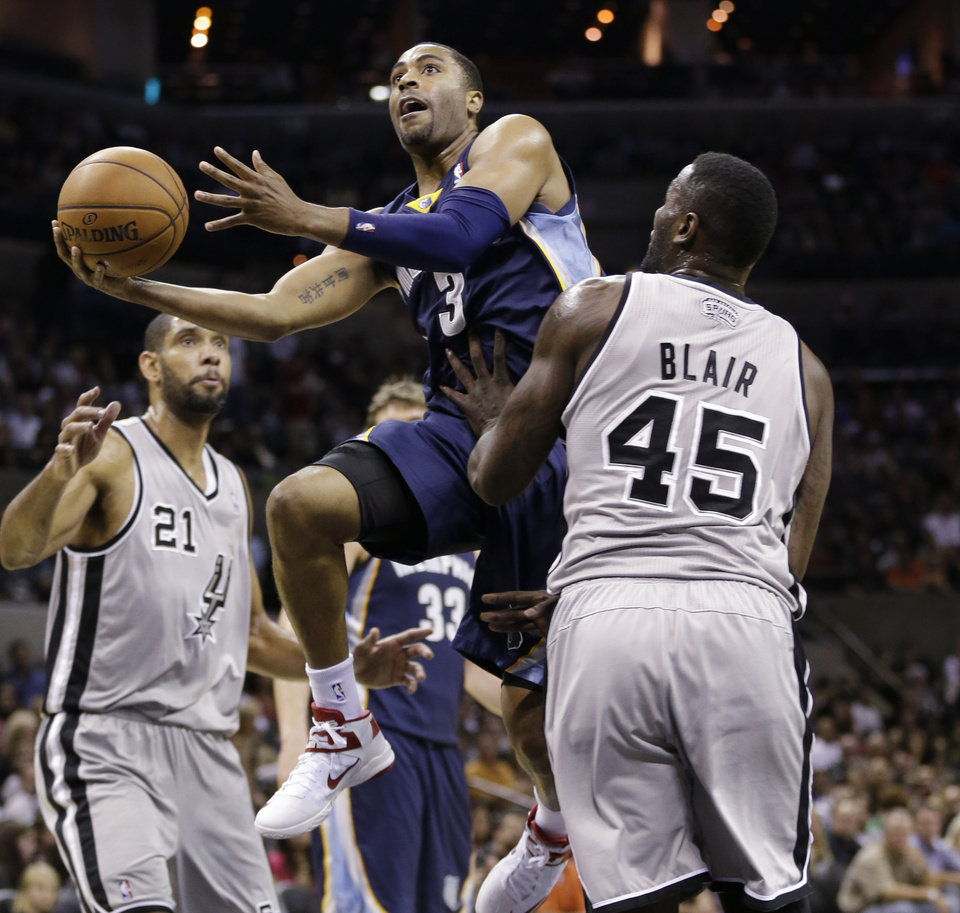 Memphis Grizzlies' Wayne Ellington (3) drives between San Antonio Spurs' Tim Duncan (21) and DeJuan Blair (45) during the second quarter of an NBA basketball game, Saturday, Dec. 1, 2012, in San Antonio. (AP Photo/Eric Gay)