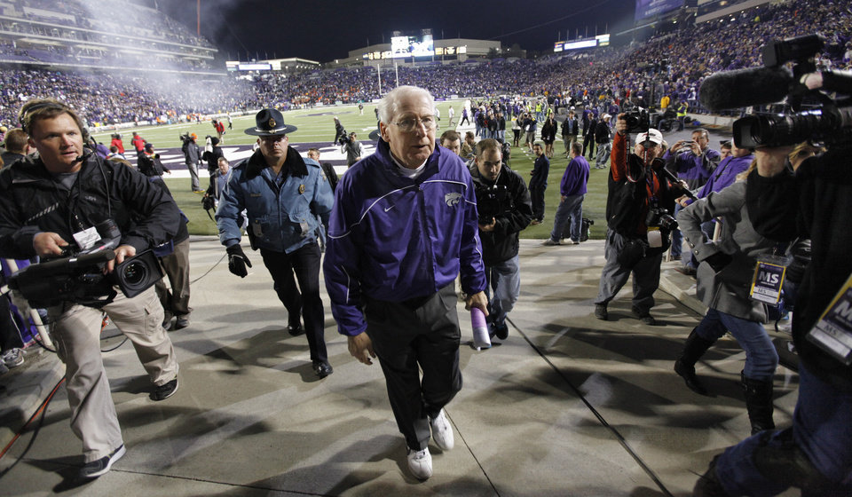 Photo - Bill Snyder leaves the field after the 44-30 win over Oklahoma State during the college football game between the Oklahoma State University Cowboys (OSU) and the Kansas State University Wildcats (KSU) at Bill Snyder Family Football Stadium on Saturday, Nov. 1, 2012, in Manhattan, Kan. Photo by Chris Landsberger, The Oklahoman