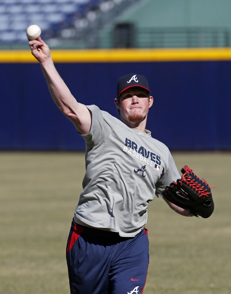Photo - Atlanta Braves closer Craig Kimbrel throws during the first day of voluntary workouts for pitchers Monday, Jan. 27, 2014, in Atlanta. (AP Photo/John Bazemore)