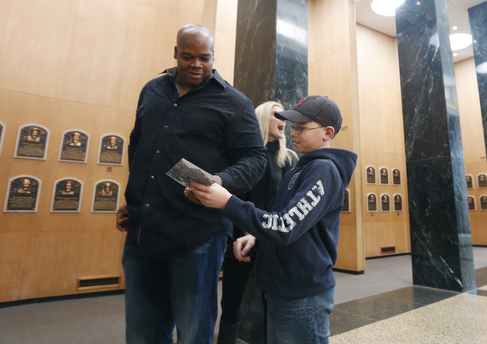 Photo - Former Chicago White Sox player Frank Thomas signs an autograph for Joseph Grande of Wheatfield, N.Y., during his orientation visit at the Baseball Hall of Fame on Monday, March 3, 2014, in Cooperstown, N.Y. Thomas will be inducted to the hall in July. (AP Photo/Mike Groll)