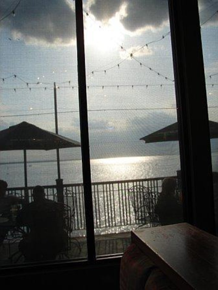 "We just LOVED the breathtaking view of the Lake Hefner sunset from our table at ""Pearl's Lakeside"" restaurant--May 2006<br/><b>Community Photo By:</b> Harding Williams (my Dad)<br/><b>Submitted By:</b> Victoria, Harrah"