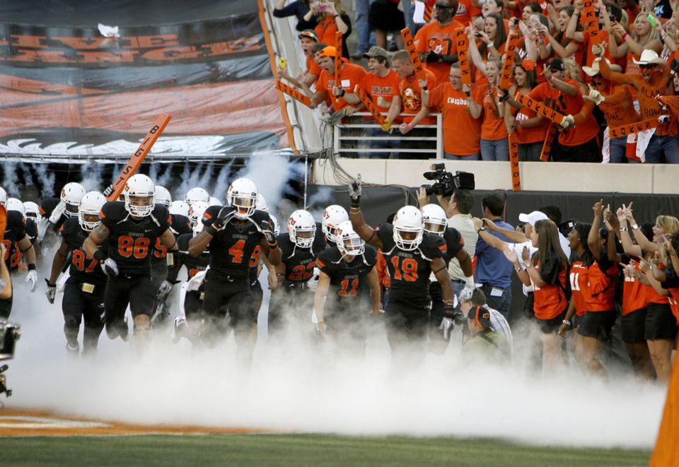 Photo - Oklahoma State takes the field before its game with Arizona on Thursday night. PHOTO BY BRYAN TERRY, The Oklahoman