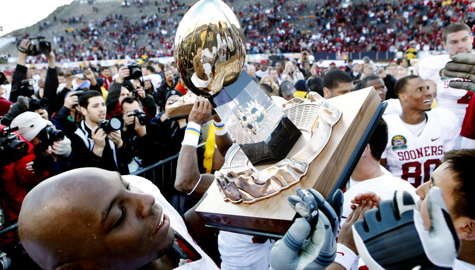 Brian Simmons (74) passes the Sun Bowl Trophy after their 31-27 victory at the Brut Sun Bowl college football game between the University of Oklahoma Sooners (OU) and the Stanford University Cardinal on Thursday, Dec. 31, 2009, in El Paso, Tex.   Photo by Steve Sisney, The Oklahoman