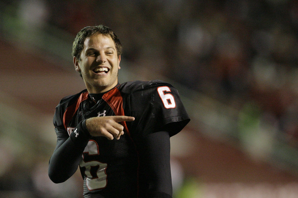 Photo - TEXAS TECH UNIVERSITY / TTU / COLLEGE FOOTBALL: Texas Tech quarterback Graham Harrell jokes with an official during a timeout in the second quarter of an NCAA college football game against Oklahoma State, Saturday, Nov. 8, 2008, in Lubbock, Texas. (AP Photo/Matt Slocum) ORG XMIT: TXMS111