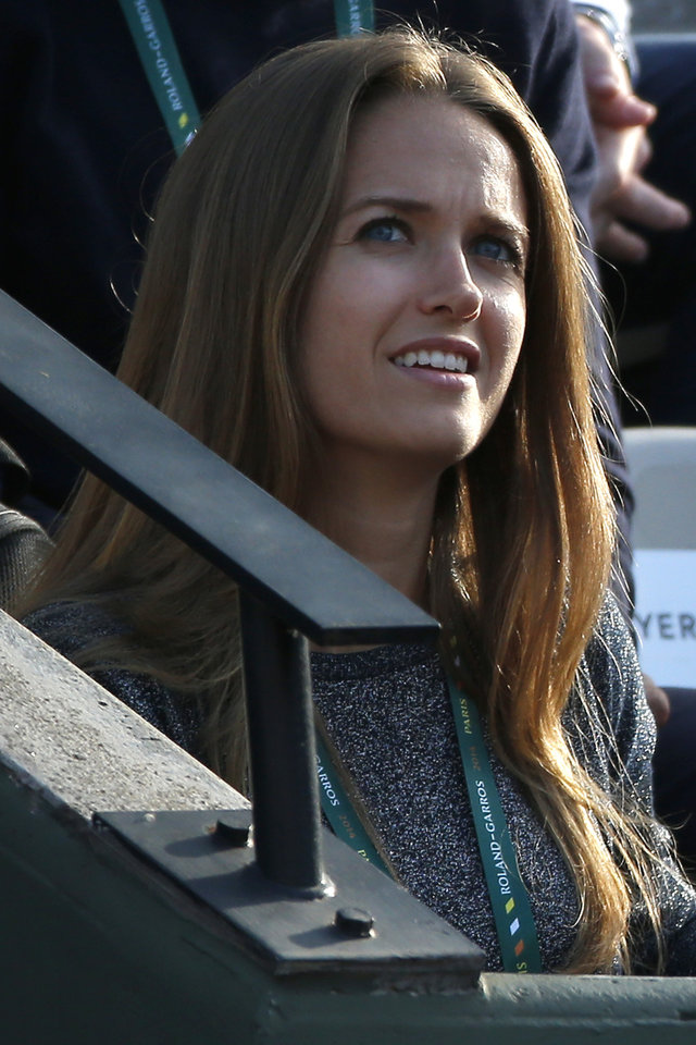 Photo - Kim Sears, long-time girlfriend of Britain's Andy Murray, watches Murray during the fourth round match of the French Open tennis tournament against Spain's Fernando Verdasco at the Roland Garros stadium, in Paris, France, Monday, June 2, 2014. (AP Photo/Michel Euler)