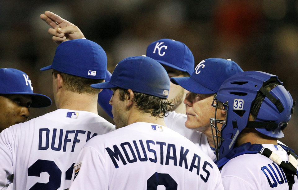 Photo -   Kansas City Royals manager Ned Yost signals for pitcher to replace starting pitcher Danny Duffy, second from left, during the sixth inning of a baseball game against the New York Yankees in Kansas City, Mo., Thursday, May 3, 2012. (AP Photo/Orlin Wagner)