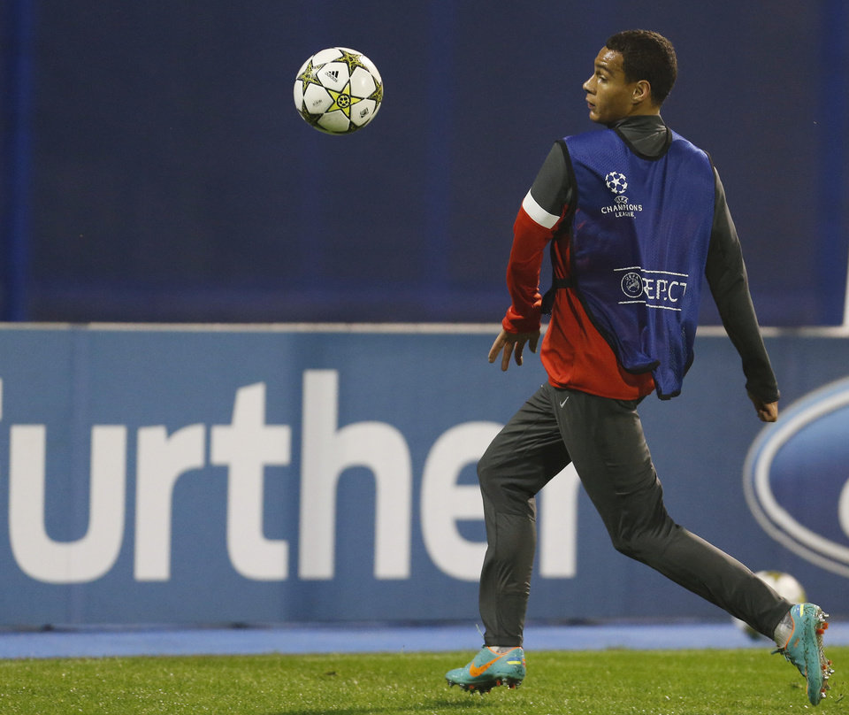 Photo -   PSG's Blaise Matuidi practices during a training session ahead of the Champions League group A soccer match between Dinamo Zagreb and PSG, in Zagreb, Croatia, Tuesday, Oct. 23, 2012. (AP Photo/Darko Bandic)