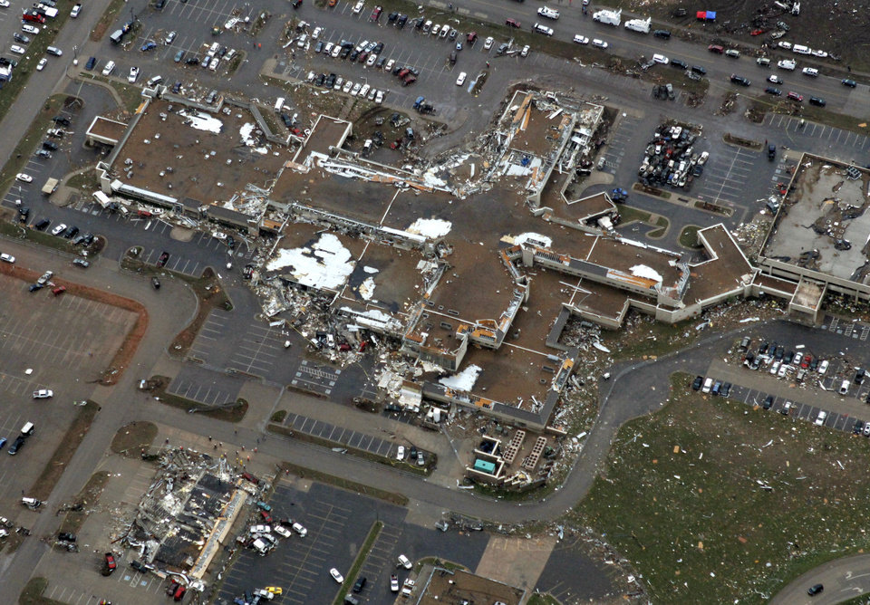 Photo - The Moore Medical Center was destroyed by the May 20th tornado in Moore, OK, Tuesday, May 21, 2013,  By Paul Hellstern, The Oklahoman