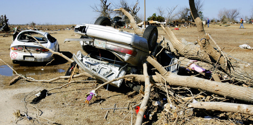 Photo - Vehicles amongst mobile home debris where searchers are looking for unaccounted persons on Brock Road in Lone Grove, Wednesday, Feb. 11, 2009.  BY PAUL B. SOUTHERLAND, THE OKLAHOMAN
