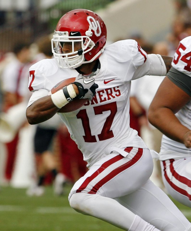 Photo - Trey Metoyer (17) runs after a reception during the University of Oklahoma (OU) football team's annual Red and White Game at Gaylord Family/Oklahoma Memorial Stadium on Saturday, April 14, 2012, in Norman, Okla.  Photo by Steve Sisney, The Oklahoman