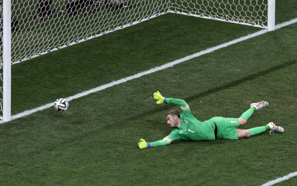Photo - Croatia's goalkeeper Stipe Pletikosa fails to make a safe as Brazil's Oscar scores his side's third goal during the group A World Cup soccer match between Brazil and Croatia, the opening game of the tournament, in the Itaquerao Stadium in Sao Paulo, Brazil, Thursday, June 12, 2014.  (AP Photo/Shuji Kajiyama)