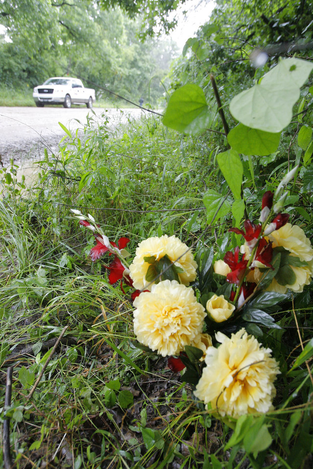 Photo - GIRLS, MURDERS, SHOOTING DEATHS, TAYLOR PLACKER, TAYLOR PASCHAL-PLACKER, SKYLA WHITAKER: Flowers left where Taylor Dawn Paschal-Placker and Skyla Jade Whitaker were murdered near Weleetka, Monday, June 9, 2008.  Photo by David McDaniel /The Oklahoman      ORG XMIT: KOD