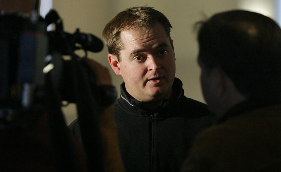 Photo - COLLEGE FOOTBALL: OU quarterback coach Josh Heupel during the final University of Oklahoma media luncheon on Monday, Dec. 22, 2008, at the University of Oklahoma in Norman, Okla.  Photo by Chris Landsberger/The Oklahoman      ORG XMIT: KOD